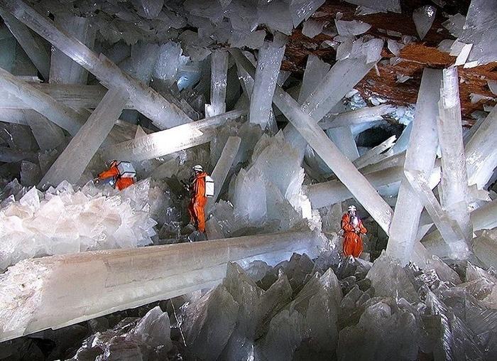 Naica Mine com cristais de selenita extremamente grandes, México.
