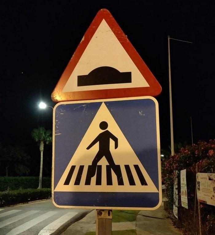Esses dois sinais parecem que estão alertando sobre OVNIs