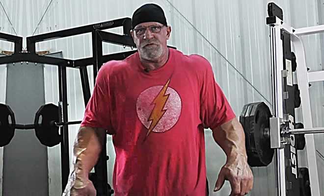 Aos 62 anos, ele pesa 150 quilos e parece um monstro 8