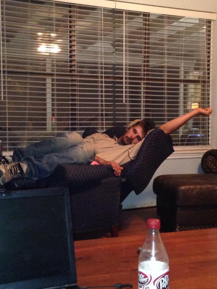 17 pessoas que dorme em posições estranhas 3