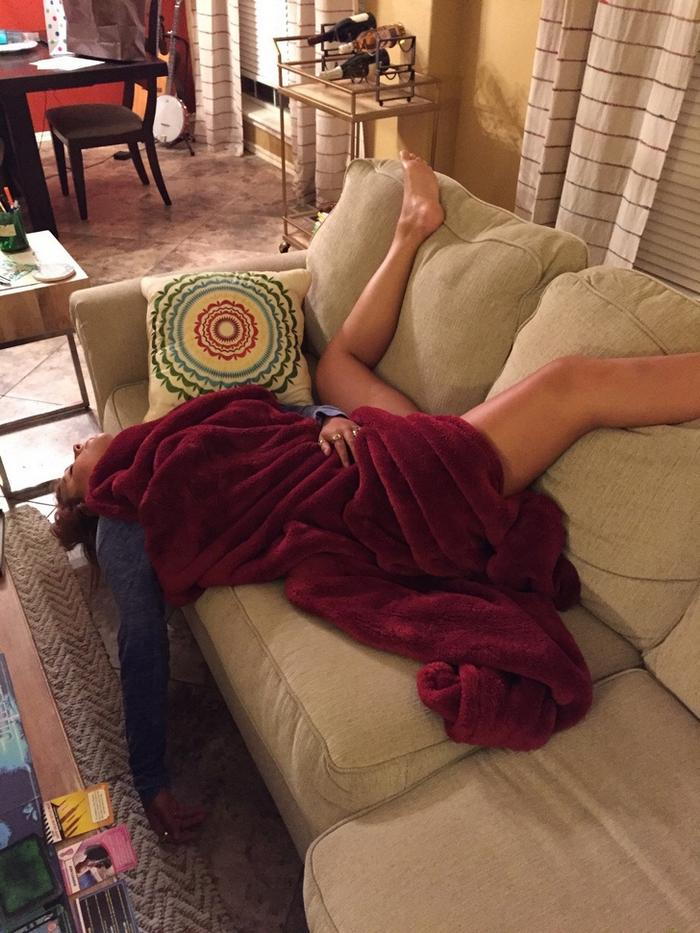 17 pessoas que dorme em posições estranhas 14