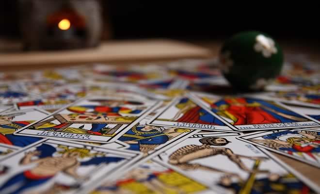 Veja as previsões do tarô e da astrologia para o mês que está começando