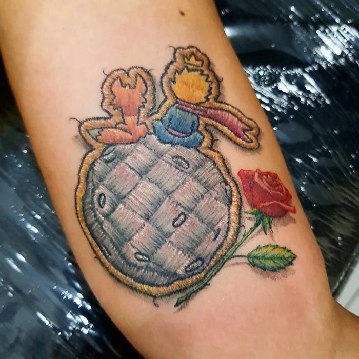 46 tatuagens de bordados que estão se popularizando no Brasil 25