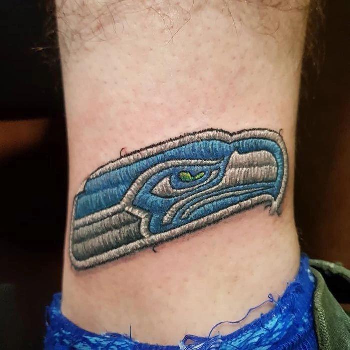 46 tatuagens de bordados que estão se popularizando no Brasil 38