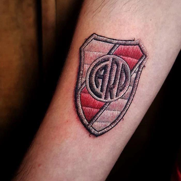 46 tatuagens de bordados que estão se popularizando no Brasil 48