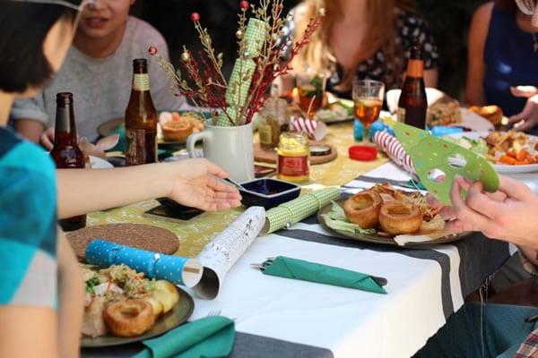 Quatro ideias de festas temáticas em casa para fugir da mesmice