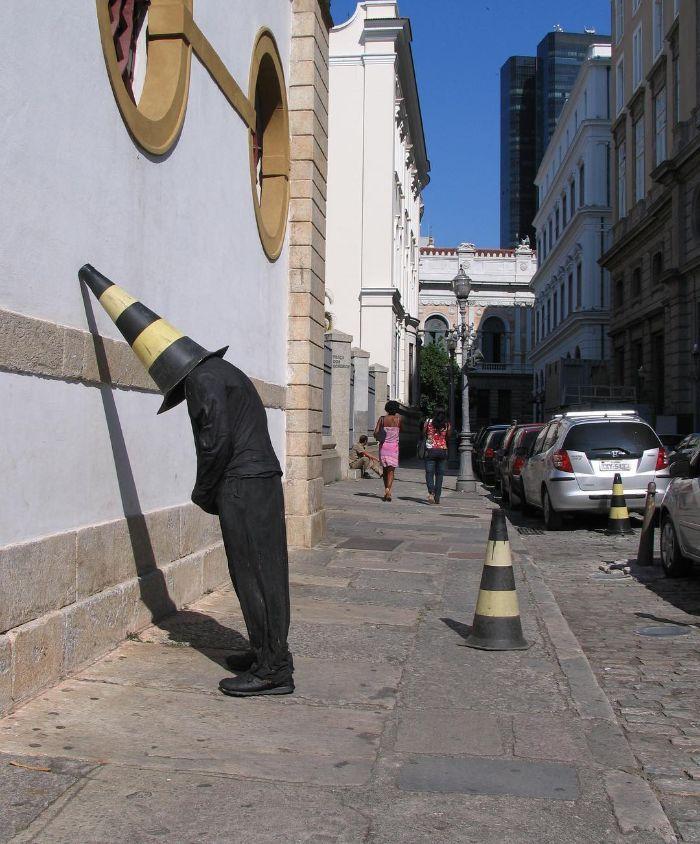 Artista espalha manequins realistas em todo o mundo para mexer com as pessoas (49 fotos) 11