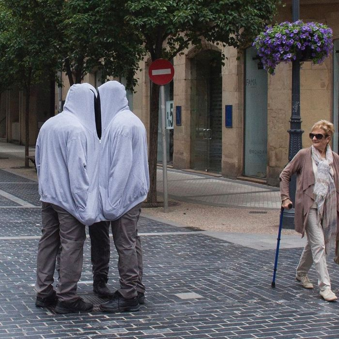 Artista espalha manequins realistas em todo o mundo para mexer com as pessoas (49 fotos) 21