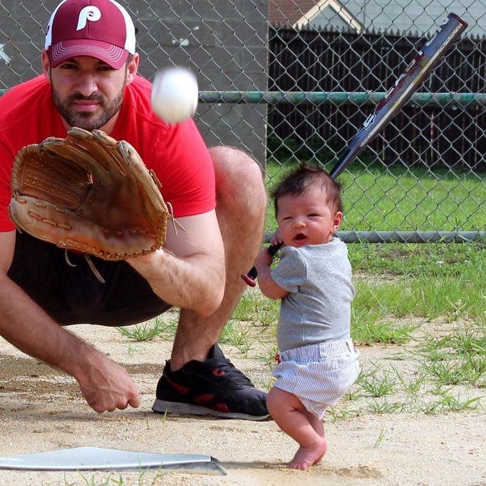 Pai tira foto de seu filho fazendo coisas de adulto e o resultado foi sensacional 5