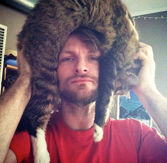 Tendência de moda mais recente: Gatos como chapéus (21 fotos) 17