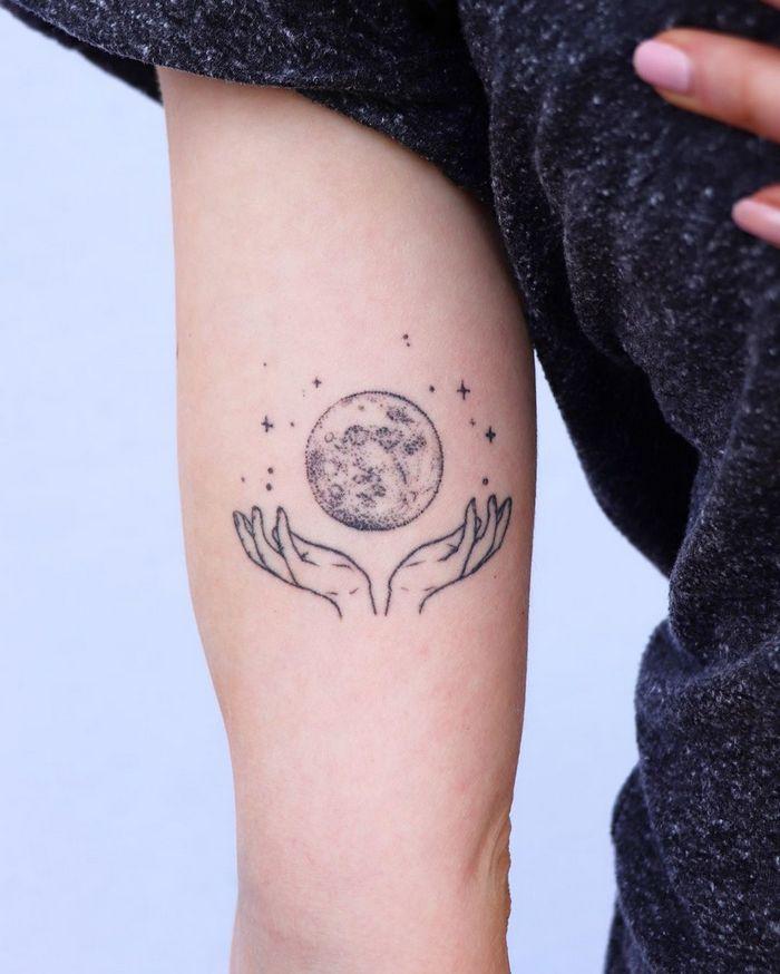 32 ideias de tatuagens inspiradas no espaço 12