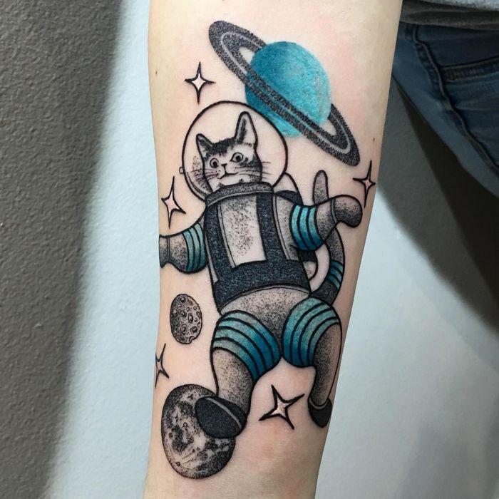 32 ideias de tatuagens inspiradas no espaço 23