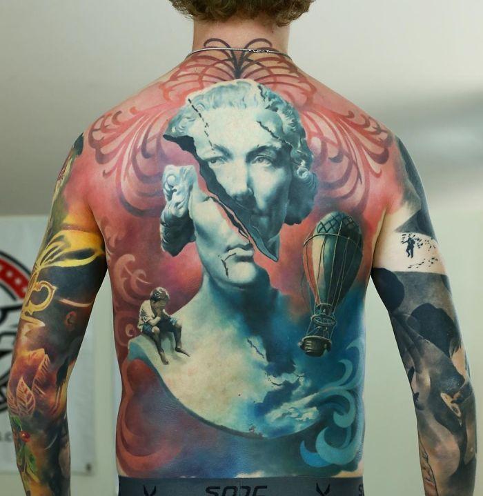 30 tatuagens impressionantes nas costas que são obras-primas 2
