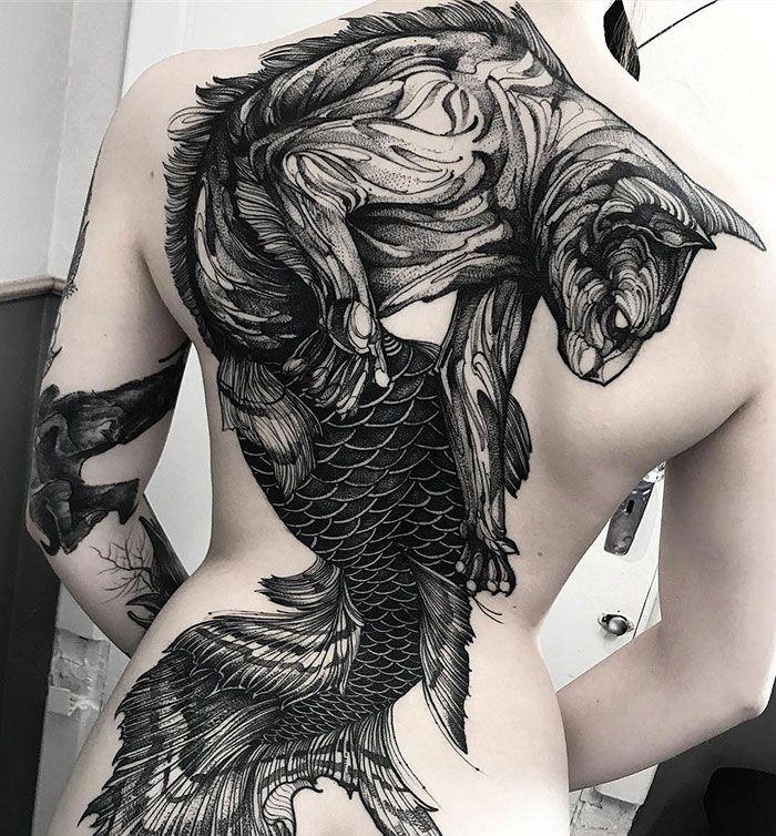 30 tatuagens impressionantes nas costas que são obras-primas 5