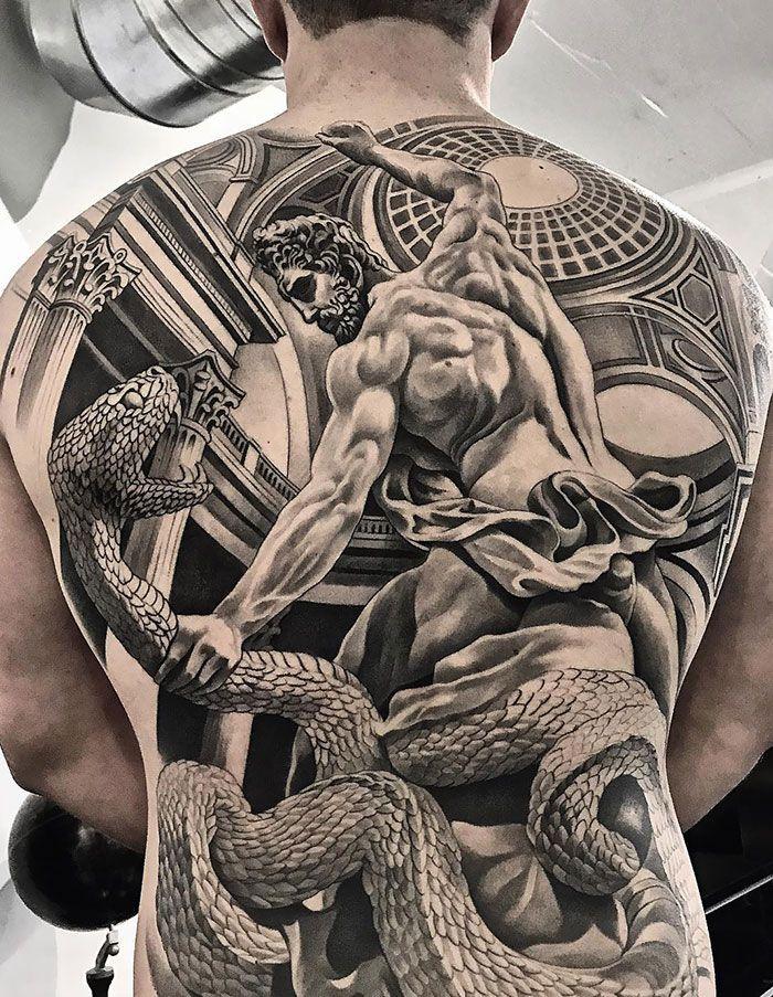30 tatuagens impressionantes nas costas que são obras-primas 8