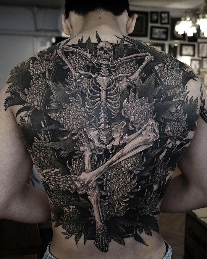 30 tatuagens impressionantes nas costas que são obras-primas 9