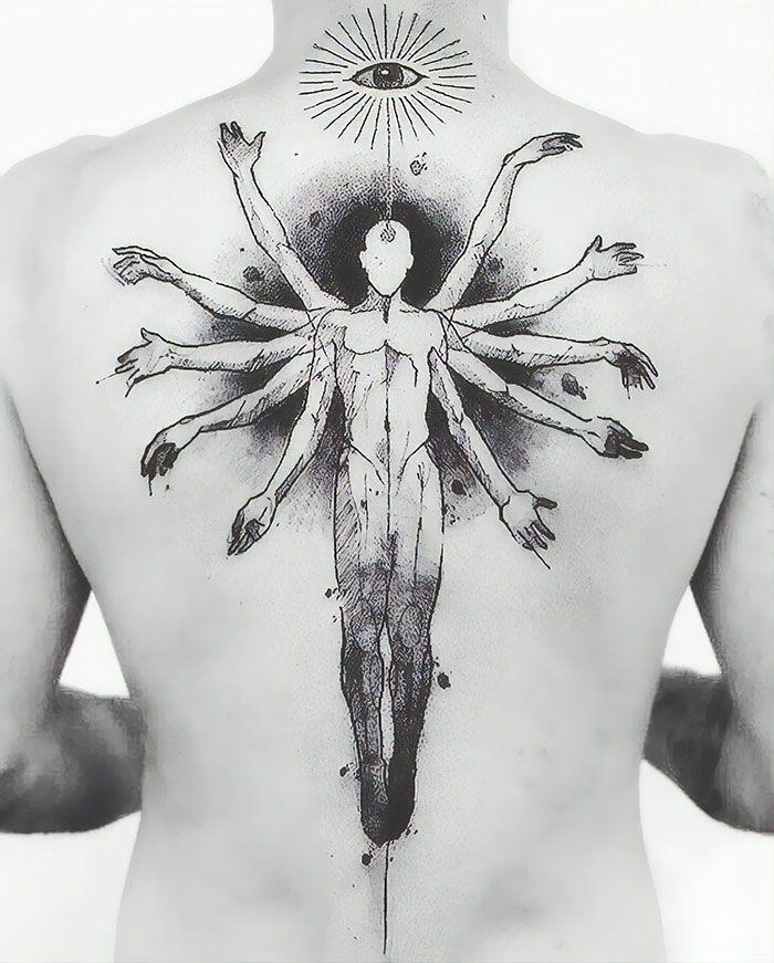 30 tatuagens impressionantes nas costas que são obras-primas 15