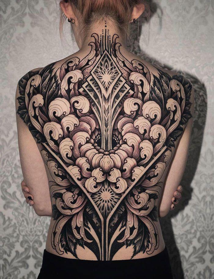 30 tatuagens impressionantes nas costas que são obras-primas 16