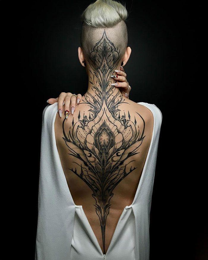 30 tatuagens impressionantes nas costas que são obras-primas 22
