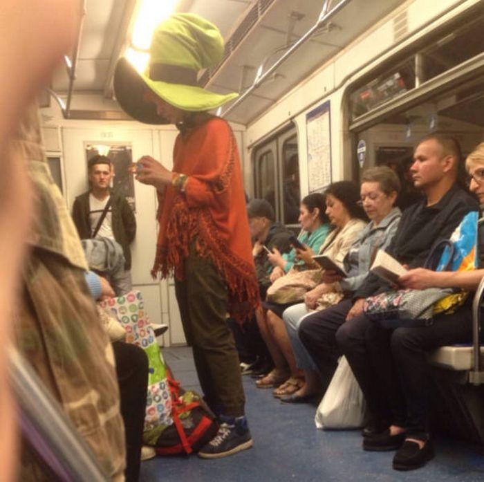Metrô um lugar cheio de gente estranhas (31 fotos) 3