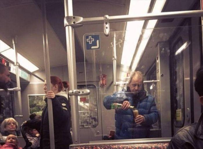 Metrô um lugar cheio de gente estranhas (31 fotos) 8