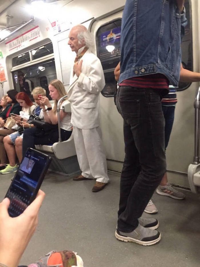 Metrô um lugar cheio de gente estranhas (31 fotos) 14
