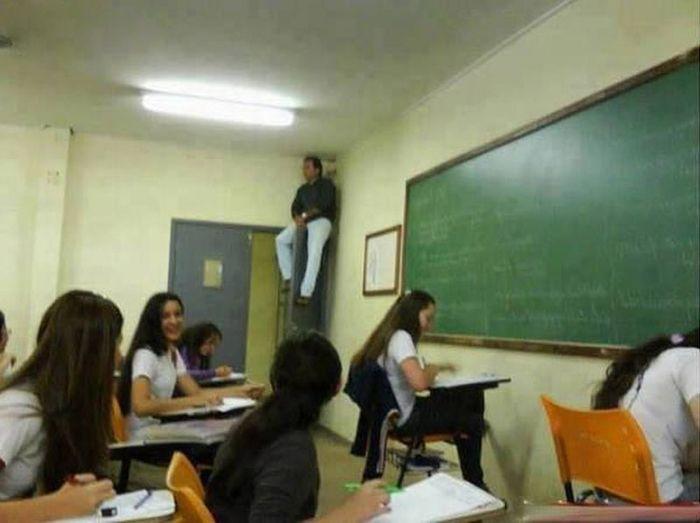 Algumas escolas levam ao extremo os métodos anti-cola (17 fotos) 2