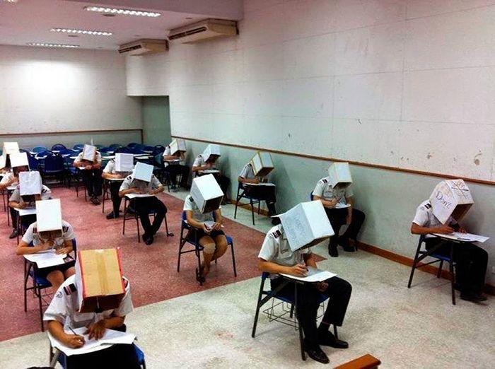 Algumas escolas levam ao extremo os métodos anti-cola (17 fotos) 3