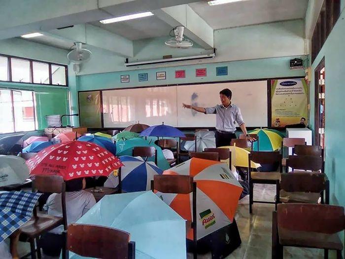 Algumas escolas levam ao extremo os métodos anti-cola (17 fotos) 9