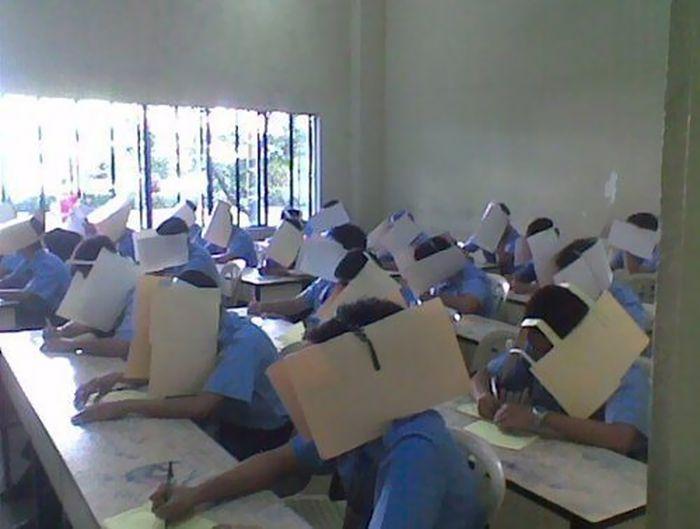 Algumas escolas levam ao extremo os métodos anti-cola (17 fotos) 14
