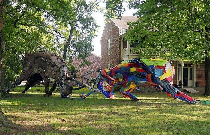 Artista transforma lixo em animais para nos lembrar sobre poluição 4