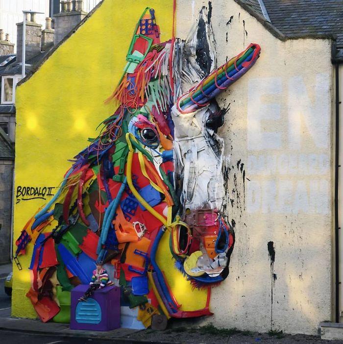 Artista transforma lixo em animais para nos lembrar sobre poluição 9