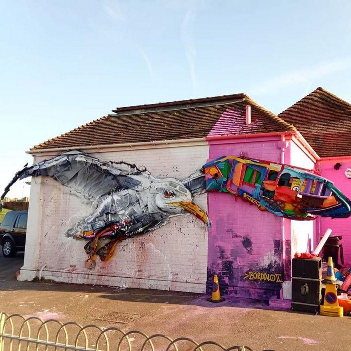 Artista transforma lixo em animais para nos lembrar sobre poluição 10