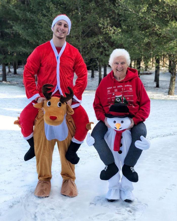 Avó de 93 anos e seu neto se vestem com fantasias e as pessoas adoram (30 fotos) 4
