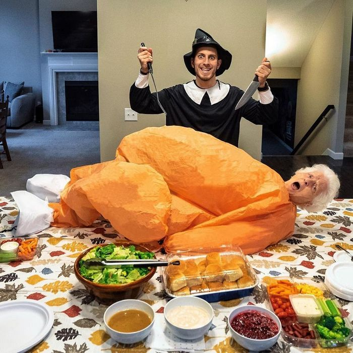 Avó de 93 anos e seu neto se vestem com fantasias e as pessoas adoram (30 fotos) 8