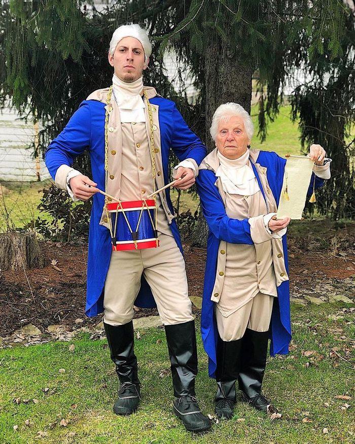 Avó de 93 anos e seu neto se vestem com fantasias e as pessoas adoram (30 fotos) 10