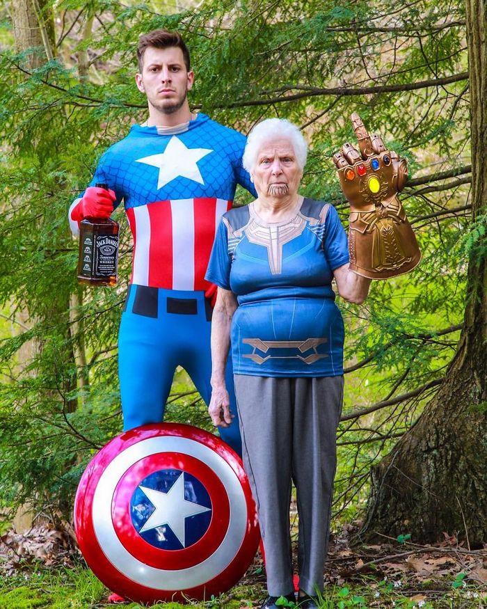Avó de 93 anos e seu neto se vestem com fantasias e as pessoas adoram (30 fotos) 12