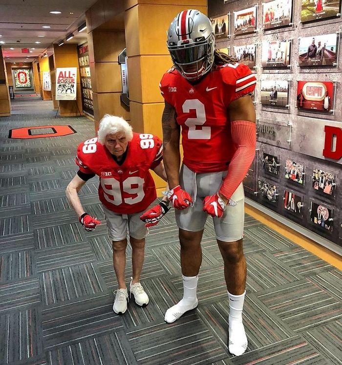 Avó de 93 anos e seu neto se vestem com fantasias e as pessoas adoram (30 fotos) 18