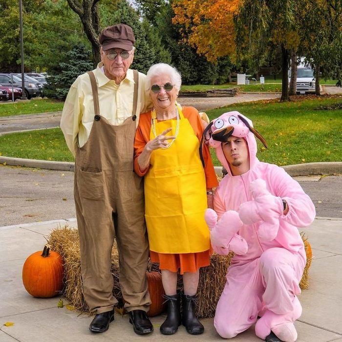 Avó de 93 anos e seu neto se vestem com fantasias e as pessoas adoram (30 fotos) 20