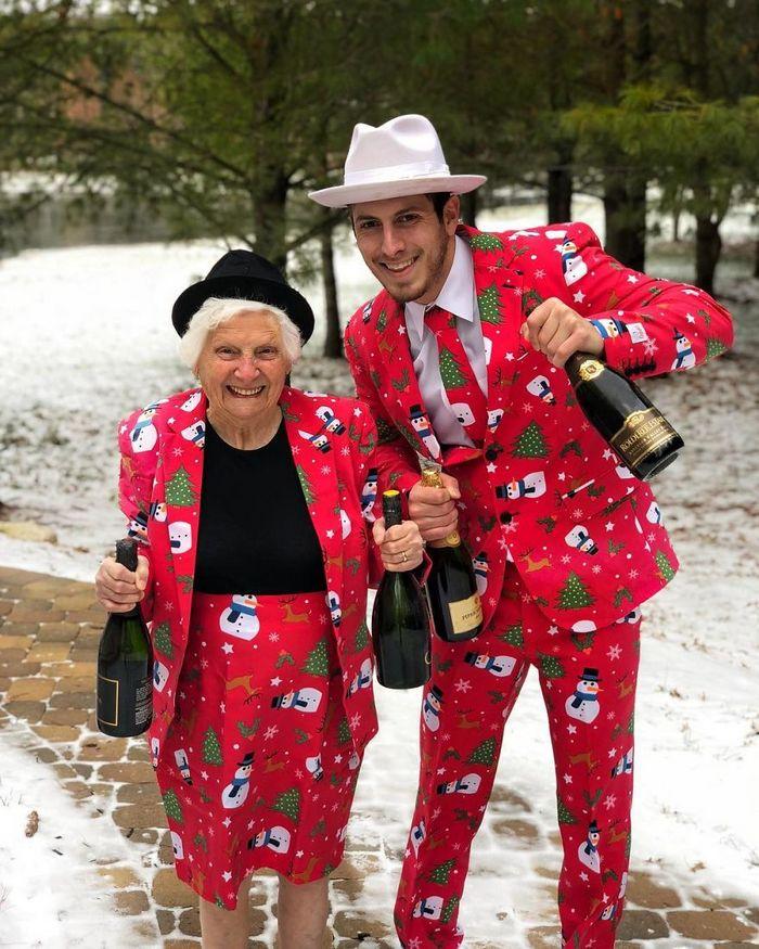 Avó de 93 anos e seu neto se vestem com fantasias e as pessoas adoram (30 fotos) 27