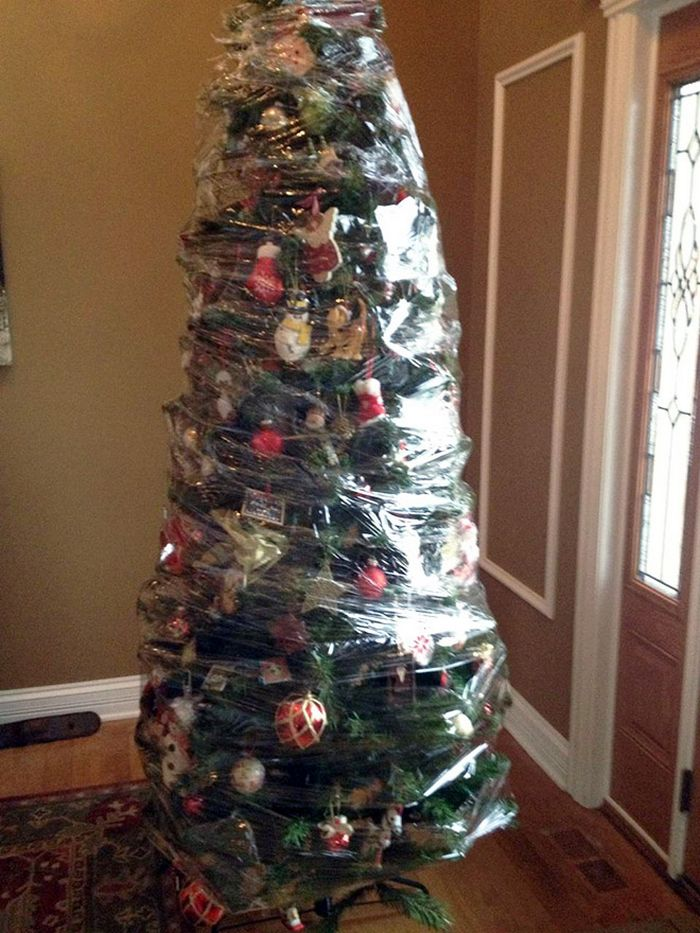 21 dicas genias de como proteger sua árvore de Natal dos animais de estimação 8