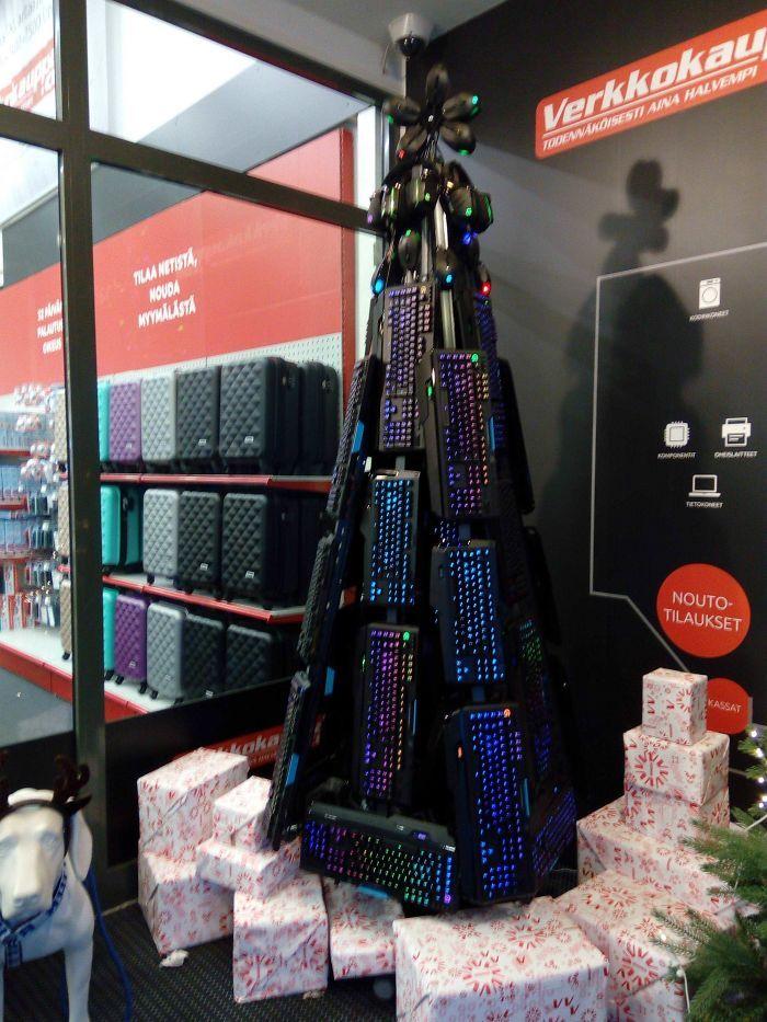 34 vezes funcionários criativos construíram árvores de Natal com temas de trabalho 5