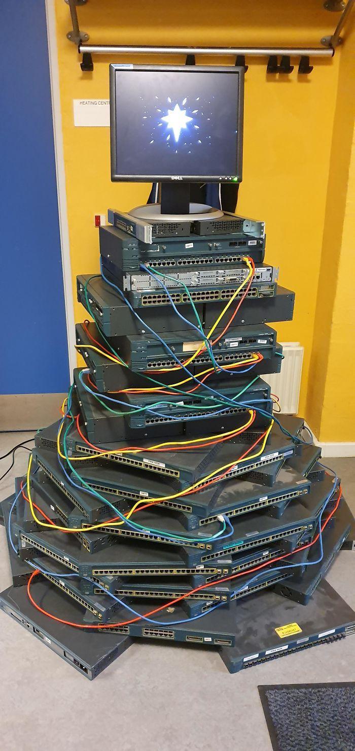 34 vezes funcionários criativos construíram árvores de Natal com temas de trabalho 6