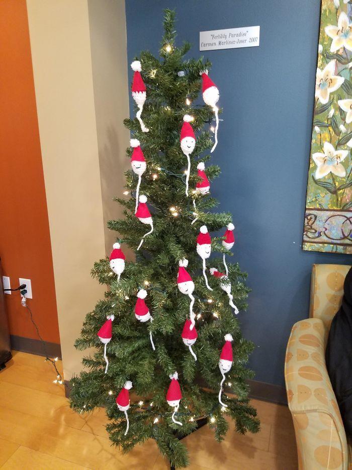 34 vezes funcionários criativos construíram árvores de Natal com temas de trabalho 7