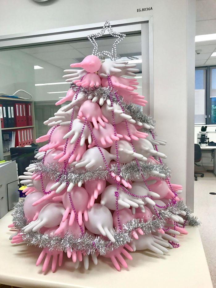 34 vezes funcionários criativos construíram árvores de Natal com temas de trabalho 8