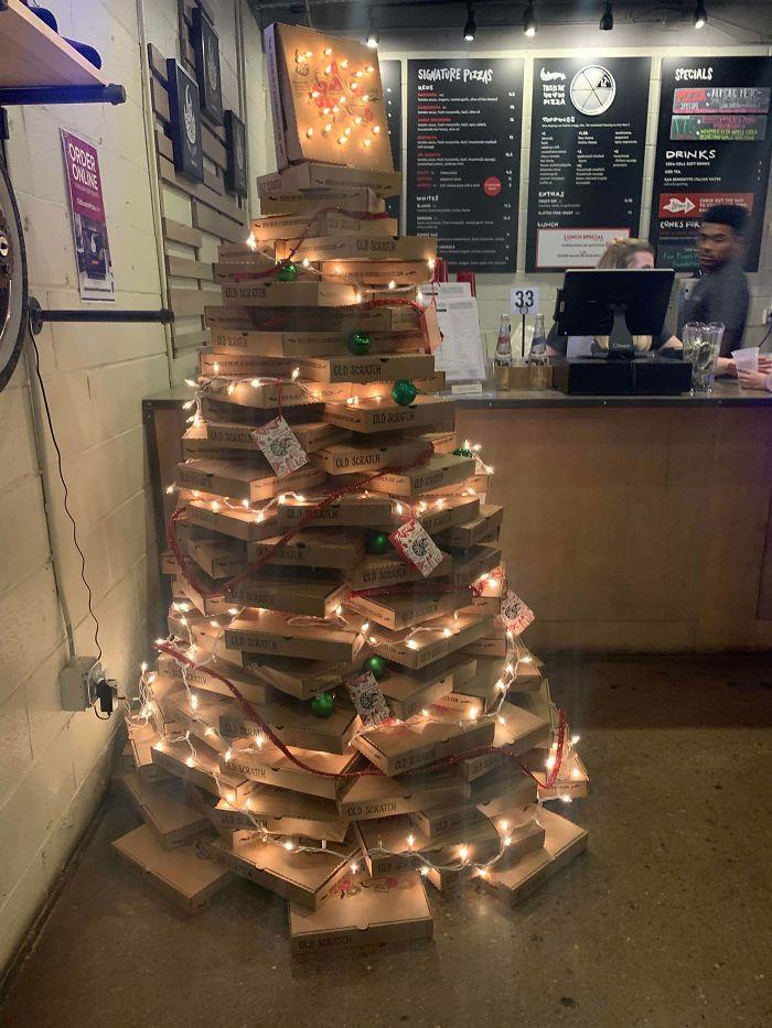 34 vezes funcionários criativos construíram árvores de Natal com temas de trabalho 19