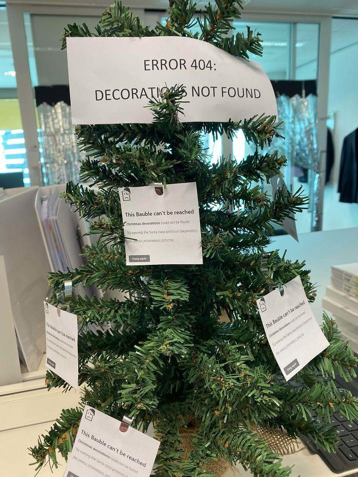 34 vezes funcionários criativos construíram árvores de Natal com temas de trabalho 20