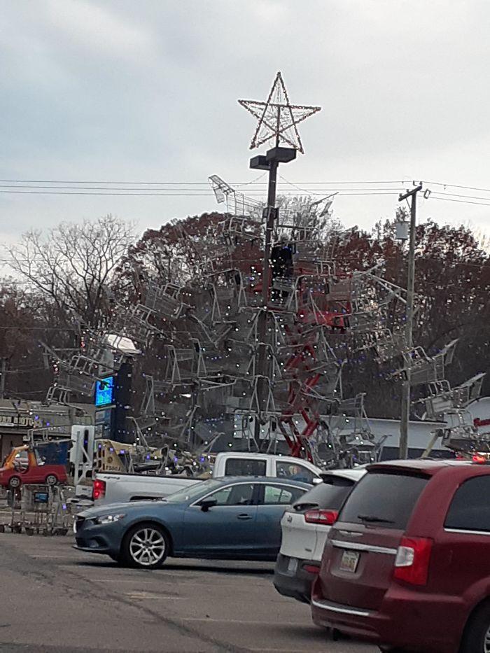 34 vezes funcionários criativos construíram árvores de Natal com temas de trabalho 21