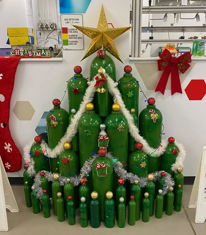 34 vezes funcionários criativos construíram árvores de Natal com temas de trabalho 22