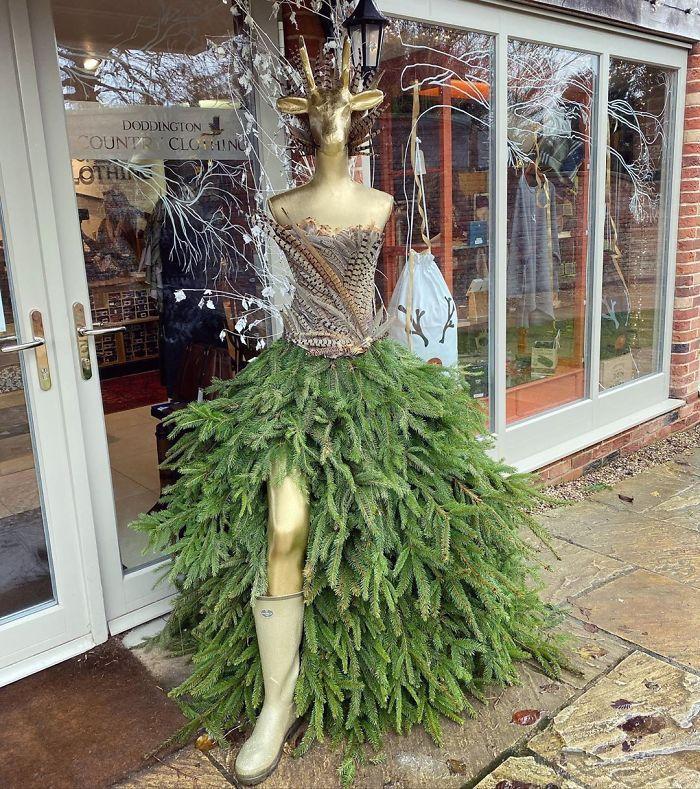 34 vezes funcionários criativos construíram árvores de Natal com temas de trabalho 23